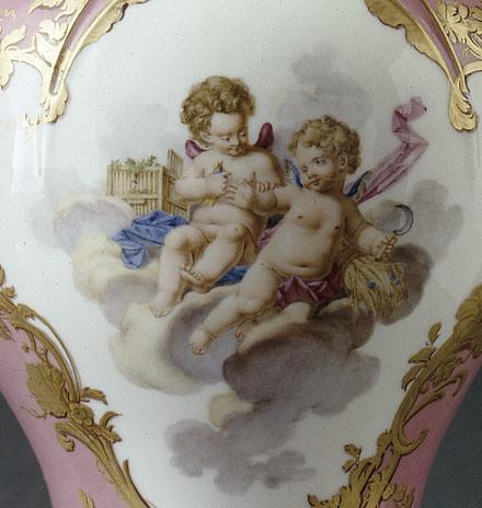 011-Detalle de jarras de orejas con fondo rosado 1758-Porcelana de Sèvres-Museo del Louvre-© R.M.N.J.G. Berizzi