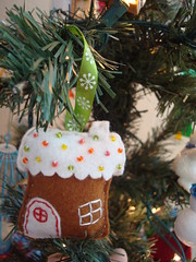 gingerbread ornament hanging 1