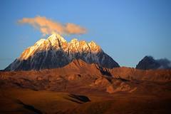 The sacred Mount Zhara Lhatse 5820m at sunset, Tibet (reurinkjan) Tags: nature prayerflag chenresig drolma lungta chanadorje sacredmountains jambayang tibetanlandscape     janreurink ommanipemehung tibetanplateaubtogang kham buddhism tibet sacredmountainsoftibet dardocounty zharalhatse5820m19094ft lhaganggompa minyaglhagangyongdzograbgilhakangtongdrolsamdribling chortenmchodrten nyingmapasherda prayerflagsonstaff landscapeyulljongs naturerangbyung sunsetnyirgas 2010 lhaganglhasgang landscapesceneryrichuyulljongsrichuynjong peakofasolitarymountainridochadridoch