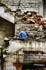 Constructor (alex bedoya) Tags: stair escalera casco ladrillos proteccion abandono constructor