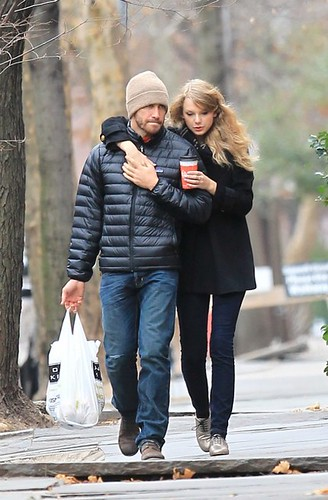 taylor-swift-jake-gyllenhaal-socialitelife.com