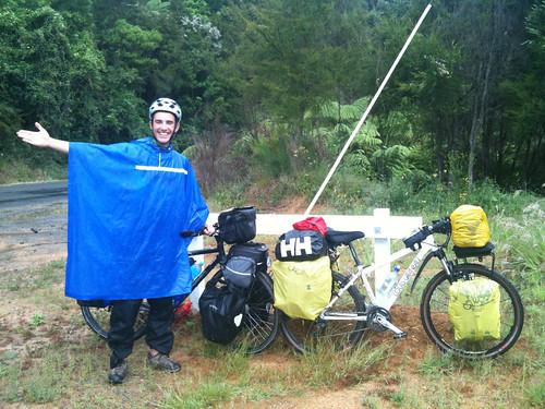 世界一周中のスパイン人サイクリスト、アイドール君