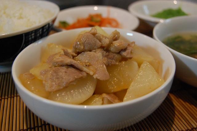 韓国風豚と大根のうま煮ってやつで米を! #jisui