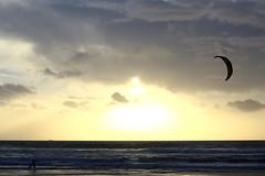 Atardecer en Tarifa, Cdiz (Chodaboy) Tags: espaa kite luz sol canon photo spain sunsets playa andalucia 1d cadiz atardeceres andalusia kitesurf gaspar vacaciones hdr tarifa andalusian lateafternoon loslances markiii  photomatix canon1d chodaboy playadeloslances  canonistas tarifaspain playasdetarifa  tarifacadiz tarifaandalucia playatarifa tarifacdiz playastarifa playatarifacadiz vacacionesentarifa fotostarifa vacacionestarifa tarifaespaa tarifaespana atardecercdiz atardecerestarifa lateafternoontarifa sunsetstarifa
