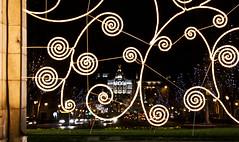 Metropolis con adornos navideos (SergioAguado) Tags: madrid puertadealcala navdad