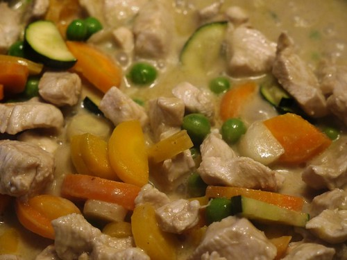 Green Chicken Curry with Frest Carrots and Peas