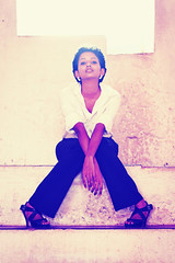 [フリー画像] 人物, 女性, 黒人女性, ショートヘア, 201101180900
