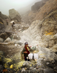 java - ijen (mauriziopeddis) Tags: indonesia giava java ijen miners mine sulfur zolfo cratere crater volcano vulcano vulcan reportage leica leicaq yellow hard work hell paradise