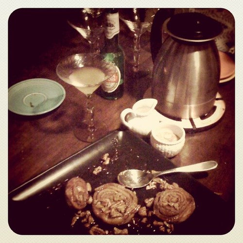 now THIS is my kind of party- cinnamon rolls and drinks.