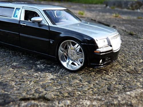 Chrysler 3000 Limo. Chrysler 300c Limousine Die