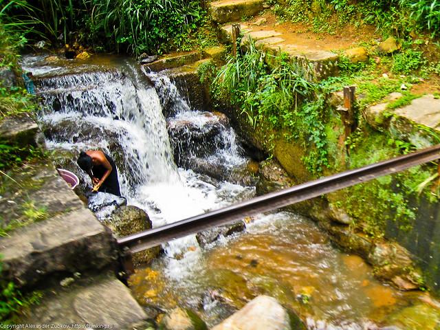 Женщина в реке