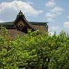 Un bout de toit qui dépasse... (Pingouin à roulettes) Tags: architecture geotagged shrine asie japon jpn kyōto honshū kitanotenmangūshrine sanctuairekitanotenmangū