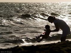 Bautizo ocenico (Gonzak) Tags: sun beach contraluz uruguay playa olympus bebe silueta olas gettyimages oceano bautizo maldonado bautismo 2011 gonzak piripoplis
