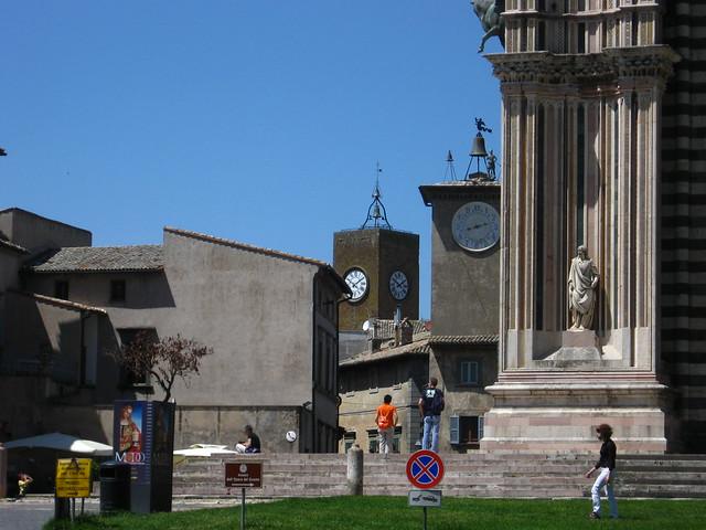 時計台の広場のフリー写真素材