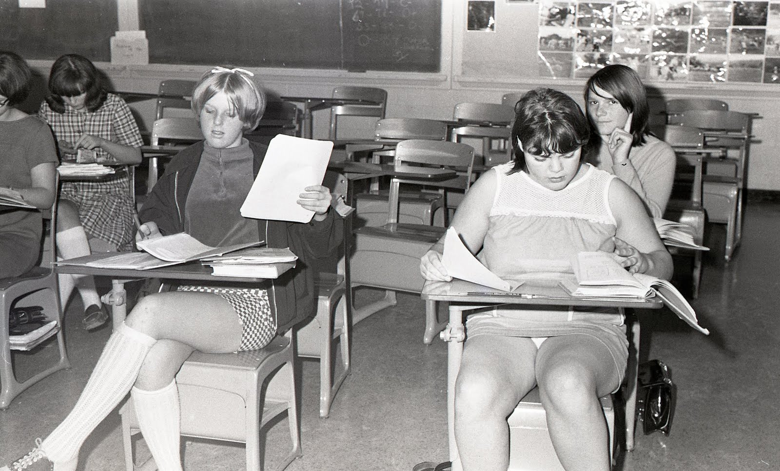 Учительницы фото под юбкой 1 фотография