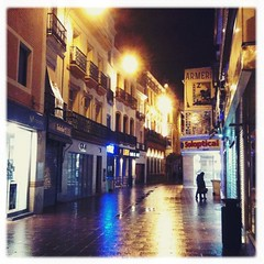 Sunday Night at Sierpes street (José Luis Roldán) Tags: street españa night noche calle sevilla andalucía spain seville sierpes hipstamatic helgavikinglens inas1935film