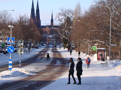 Uppsala Cathedral. Icy cold day. (nilslennart) Tags: winter girls two church vinter twins crossing cathedral sweden towers churches pedestrian double uppsala sverige twice roads icy kyrka pedestriancrossing winterclothes uppland vergngsstlle fotgngare