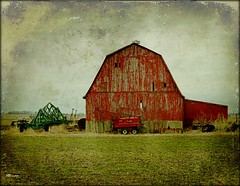 Flatland Red Barn (MEaves) Tags: red barn indiana faded soe textured flatlands ruralamerica farmmachinery farmstructure k20d pentaxk20d pentaxart