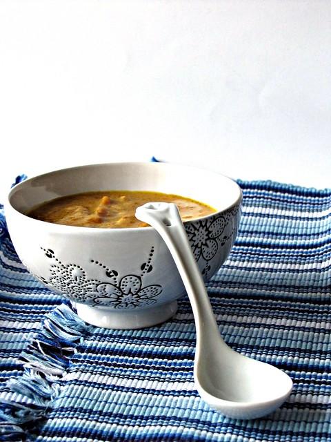 Crema di Carote con Anacardi Tostati al Curry e Yoghurt al Sumac
