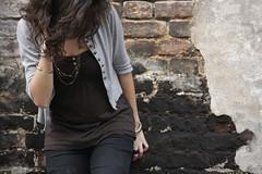 Shy. (ArtistiCà) Tags: urban muro girl shy dettagli corpo ragazza collane braccia imbarazzo timideza
