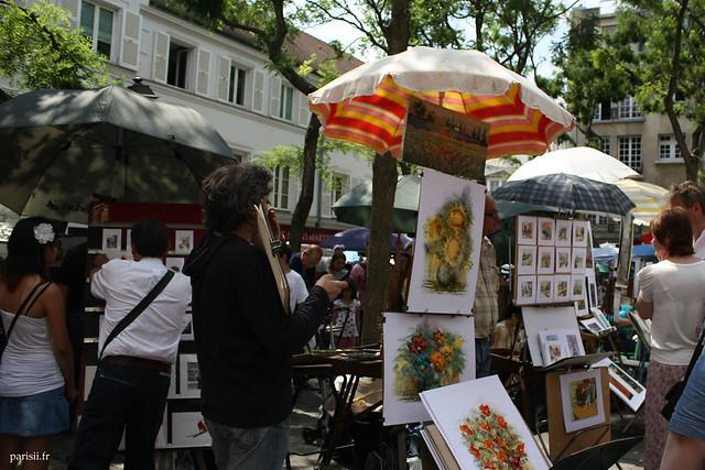 Place du Tertre : de nombreux artistes viennent ici se faire connaître des touristes