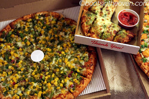 Mango Chaat Pizza and Desi Bread (pizza bread with chutney)