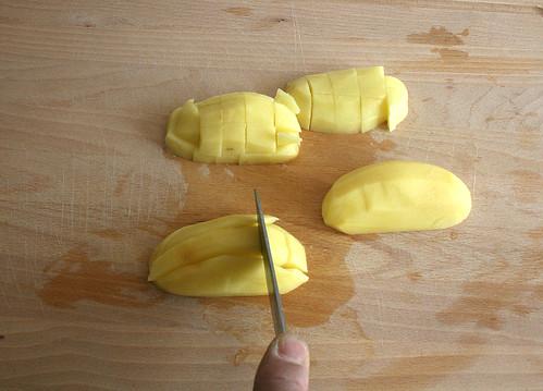 11 - Kartoffeln würfeln
