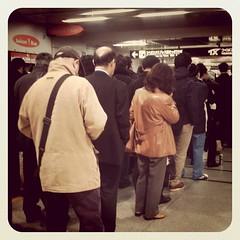 北千住駅でつくばエクスプレスの運転再開を整然と待つ人たち。わたしは明日からはしばらく在宅勤務の予定。