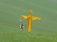 P1000010 (gzammarchi) Tags: italia colore natura campagna giallo paesaggio collina spaventapasseri camminata itinerario indumento fiagnano casalfiumanesebo