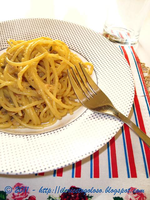 Spaghetti al tonno con alici capperi e uovo