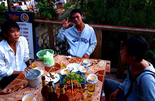 Luang Prabang - Tomando cervezas