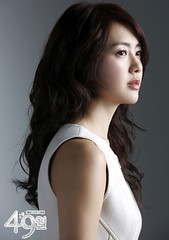Lee Yo Won as Song Yi Kyung