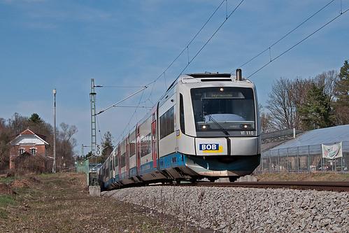 VT110 klettert zwischen Fasangarten und Fasanenpark aus der Unterführung
