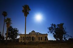 BROKEN PALACE (Der_Golem_) Tags: palacio 2016 solitario abandonada linterna ciudad urbana vacaciones verano nocturna largaexposicion contaminacionluminica valencia