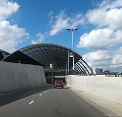 Michiel de Ruijtertunnel, CS Busstation (jpmm) Tags: 2016 amsterdam autos wandelaars architecture benthemcrouwel auto wolken clouds cumulus