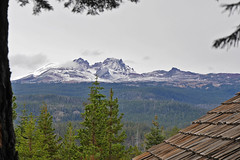 sc1290115BrokenTopDusted (thom52) Tags: sno park warming hut bendor first snow