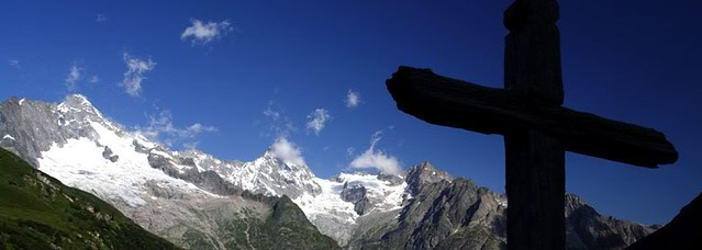 5392792976 f71390c791 z Tour of Mont Blanc, the most spectacular trekking in Europe