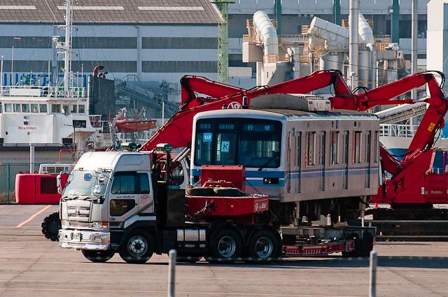 東京メトロ 東西線05系 船積み