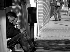 Beber para olvidar su realidad/Drinking to forget his reality (Joe Lomas) Tags: poverty madrid street leica urban blackandwhite bw espaa byn blancoynegro calle spain candid poor bn beggar reality streetphoto urbano pobre indigente mendigo pobreza indigencia urbanphoto realidad callejero limosna robados realphoto necesitado pordiosero limosnero fotourbana fotoenlacalle fotoreal photostakenwithaleica