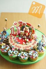 Winnie the Pooh Cake & Cupcakes - Vincenzo