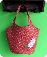 Bolsa Romântica ... (Joana Joaninha) Tags: flores floral bag bolsa aplicação joanajoaninha hellennilce