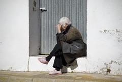 PENSATIVA (ORIGINAL) (ABUELA PINOCHO ) Tags: portrait españa mujer spain retrato candid anciana teruel pensativa sentada robado pozueldelcampo