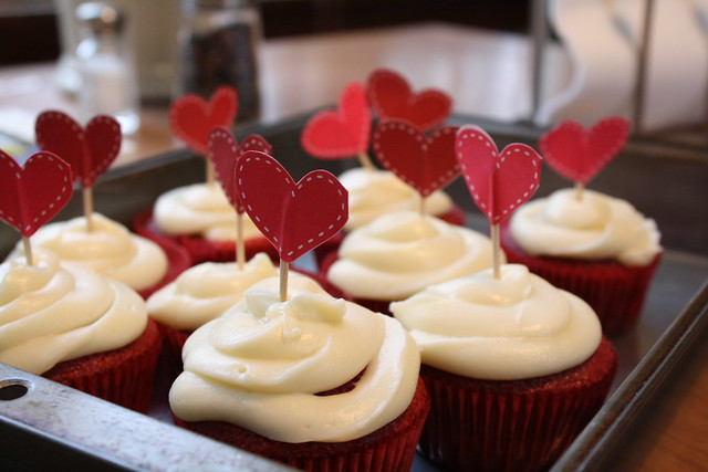 homemade red velvet cupcakes