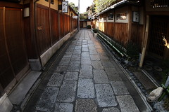Roji --Alley-- (Teruhide Tomori) Tags: road street old japan restaurant town alley kyoto traditional fisheye    narrow luxurious  higashiyama yasaka   ryoutei