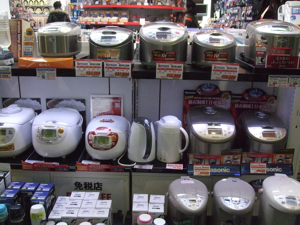 ????????Rice cooker at duty free shops in Japan