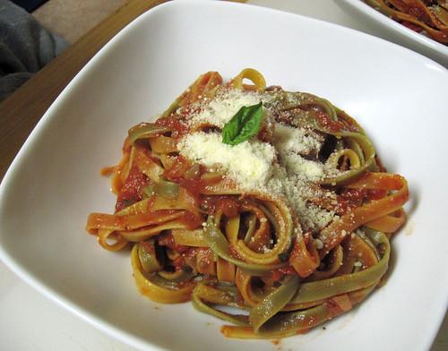 tomato basil fettuccini