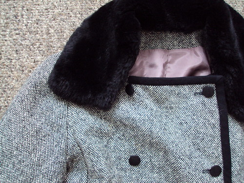 Vintage Cropped Jacket with Fur Collar (detail)