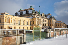 Drottningholm Palace (Hkan Dahlstrm) Tags: world family winter snow castle heritage yellow architecture site sweden stockholm royal palace f56 drottningholm slott 2011 ef1740mmf4lusm drottningholms canoneos5dmarkii sek