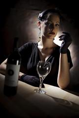 [フリー画像] 人物, 女性, 酒・アルコール, ワイン, コップ・カップ・グラス, 201102281700