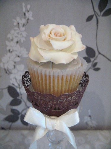 5487983597 8197657389 Rose Cupcakes for Mothers Day